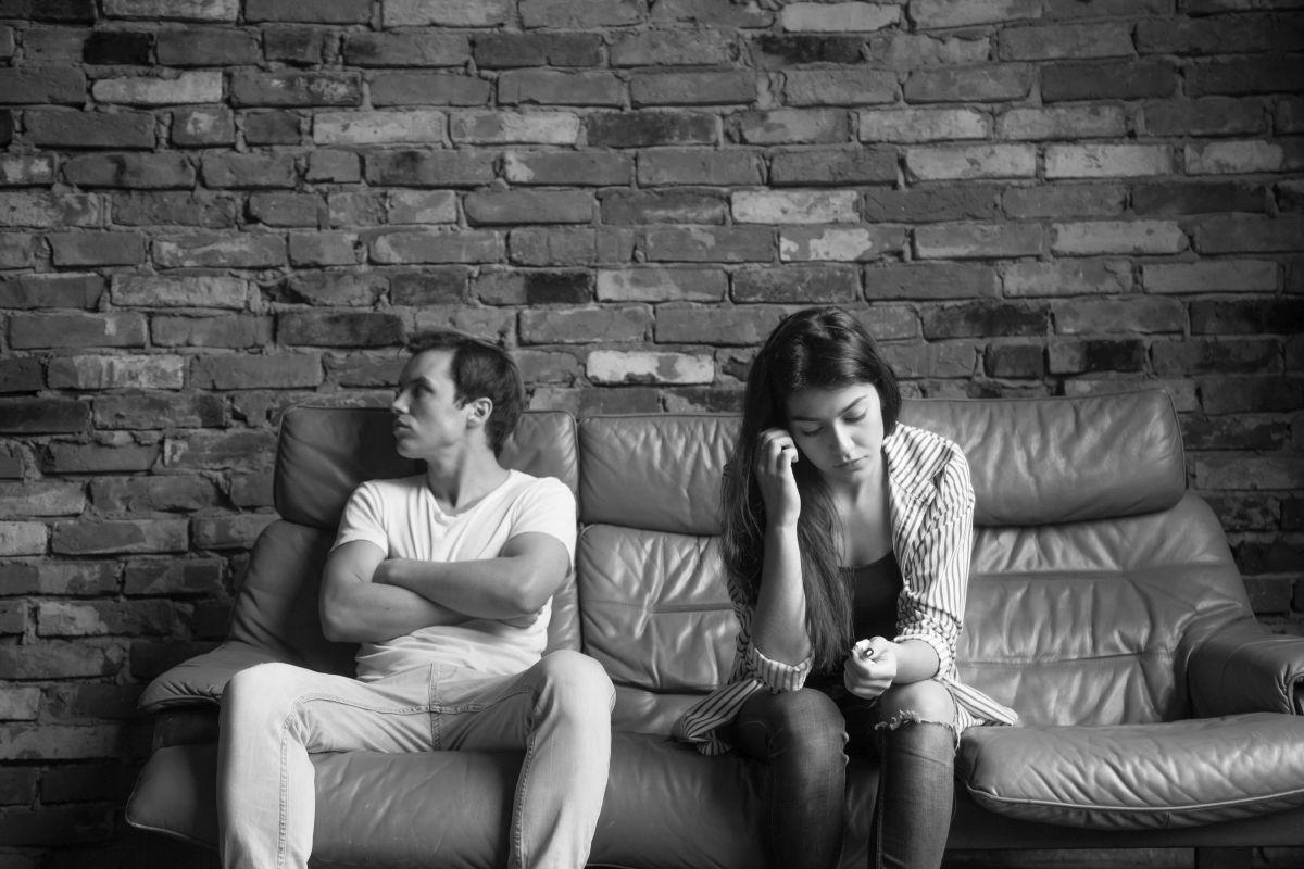 állandó féltékenység és gyanakvás