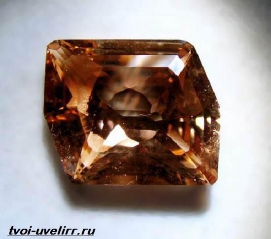 Az Év ásványa, a turmalin volt a főszereplő az Ásványbörzén