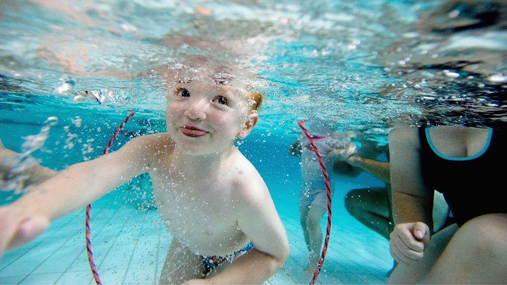 Szabad-e nyitott szemmel úszni a víz alatt? - Éles látás