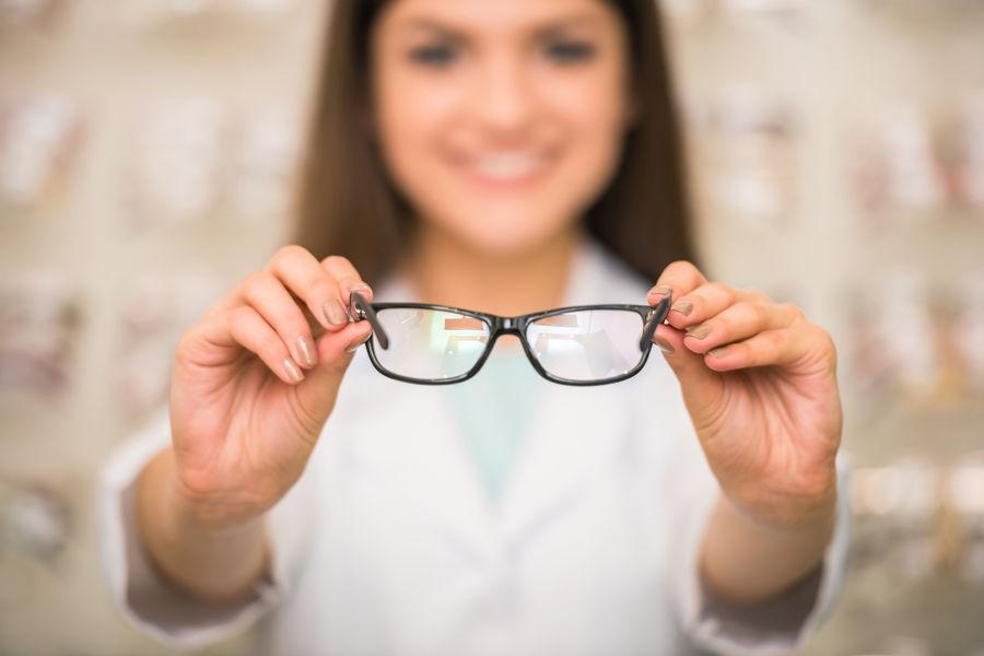 hány éves korban korrigálható a látás