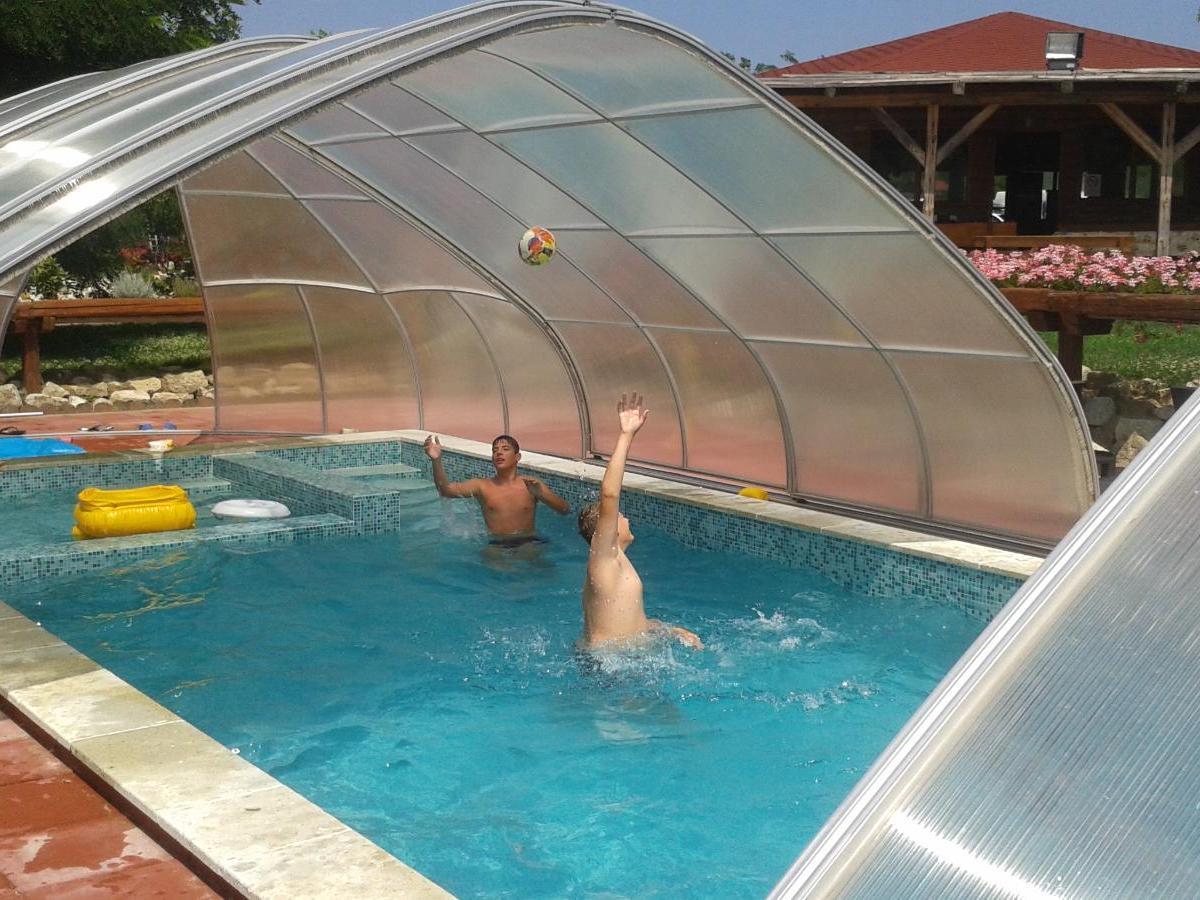 a medence víziója után