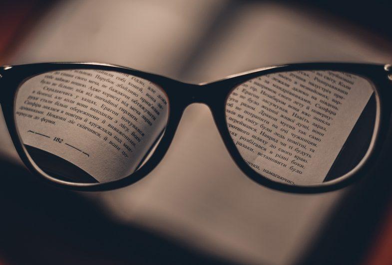divatos szemüveg látványossághoz 2020-ban