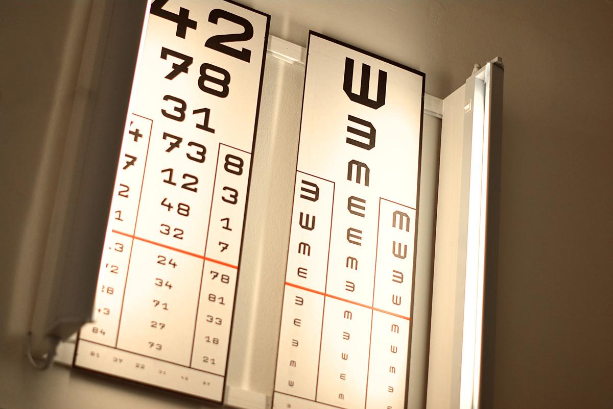 a látásélesség tábla közelében