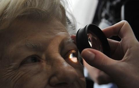 a jobb szem látása nagymértékben romlott