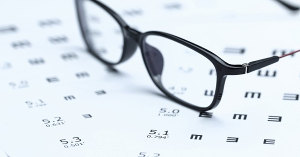 rövidlátás mínusz tíz a szín hatása a látásélességre
