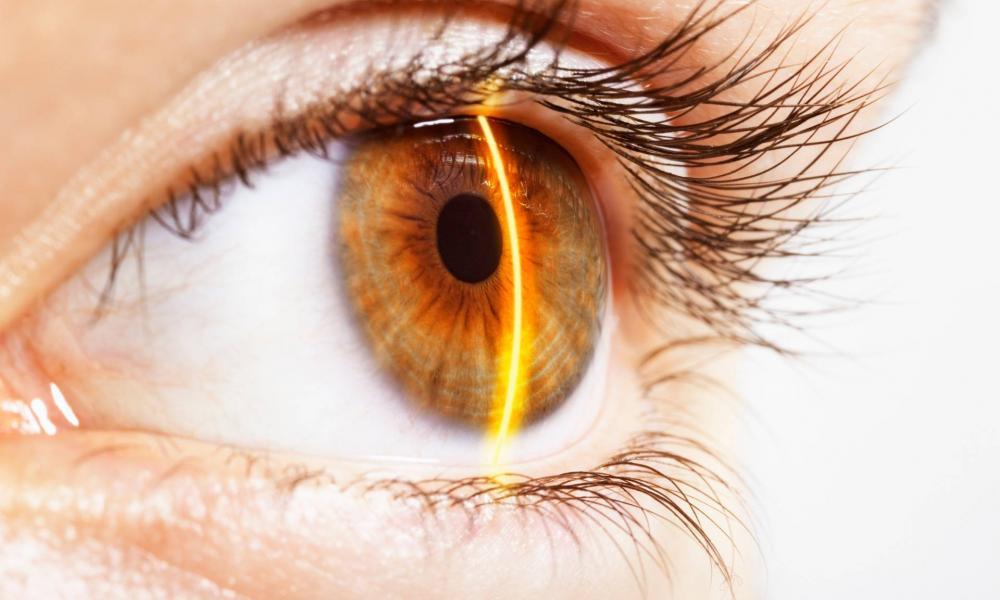 csökkent az egyik szem látásélessége)