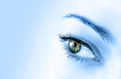 a szem teszteli a rövidlátást