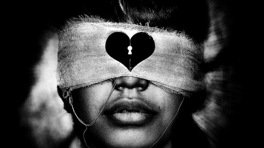 fekete-fehér látású ember